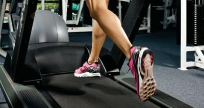 Berlari di atas treadmill