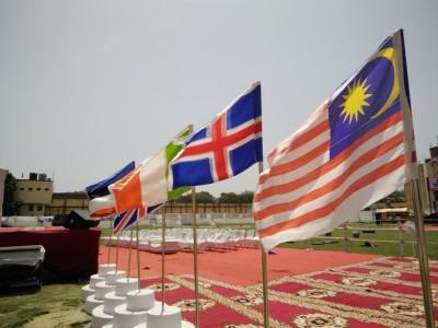 Bendera Malaysia berkibar di Varanasi, India.