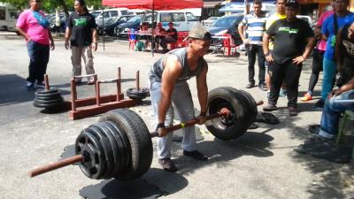 Aiman - Axle Deadlift 200kg