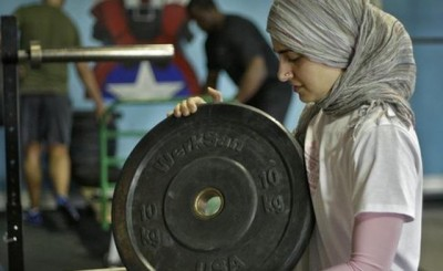 Perempuan Tidak Sesuai Berlatih Dengan Beban!